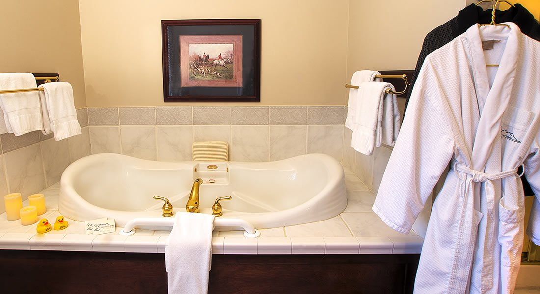 Hunt Country Room - Luxury Collection Jacuzzi Tub