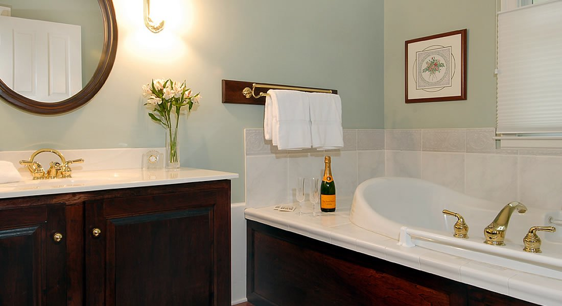 Rose Room - Luxury Collection Jacuzzi Tub